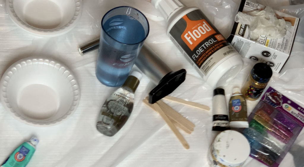Getting started in fluid painting will be easy with this fun step by step guide in paint pouring.  Create an abstract work of art by pouring acrylic paint! #pourpainting #fluidart